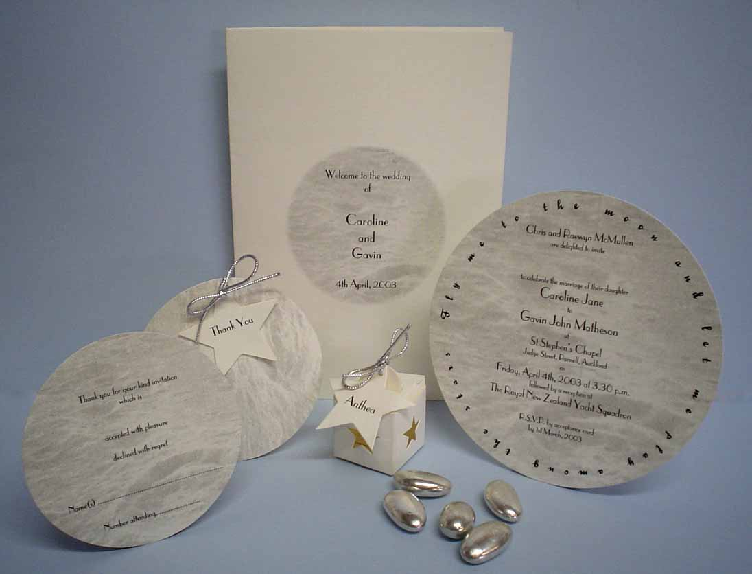 Round or circle die cut wedding invitation hayfords wedding m2o 18 145 diametre circle wedding invitation stopboris Image collections